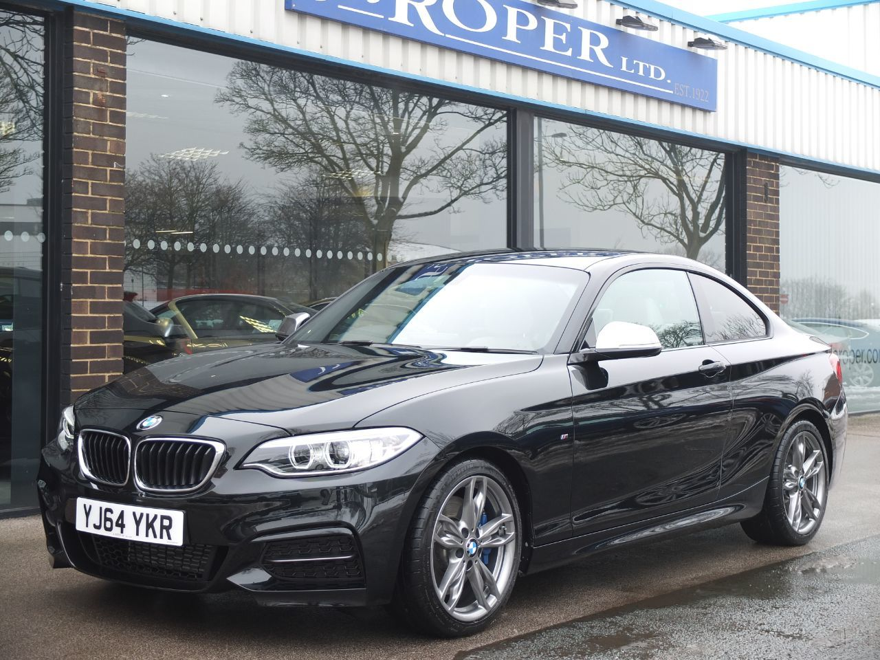 BMW 2 Series 3.0 M235i Coupe Sports Auto +++Spec Coupe Petrol Black Sapphire MetallicBMW 2 Series 3.0 M235i Coupe Sports Auto +++Spec Coupe Petrol Black Sapphire Metallic at fa Roper Ltd Bradford