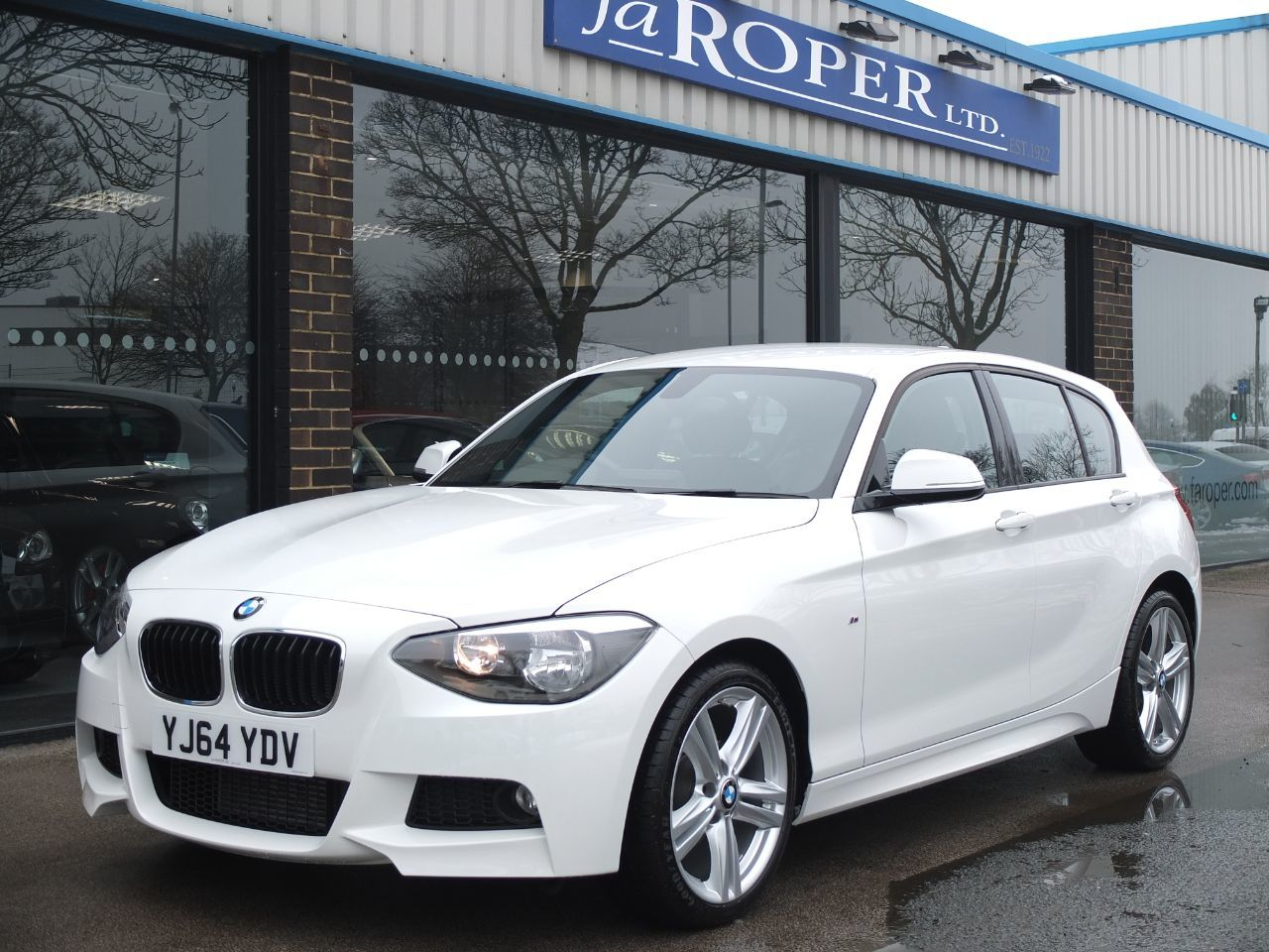 BMW 1 Series 2.0 118d M Sport 5 door Auto +++Spec Hatchback Diesel Alpine WhiteBMW 1 Series 2.0 118d M Sport 5 door Auto +++Spec Hatchback Diesel Alpine White at fa Roper Ltd Bradford