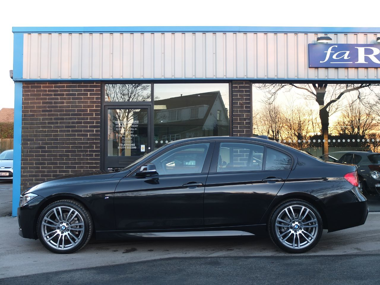 BMW 3 Series 2.0 320d xDrive M Sport 4dr Auto (Business Media ++ Spec) Saloon Diesel Black Sapphire Metallic