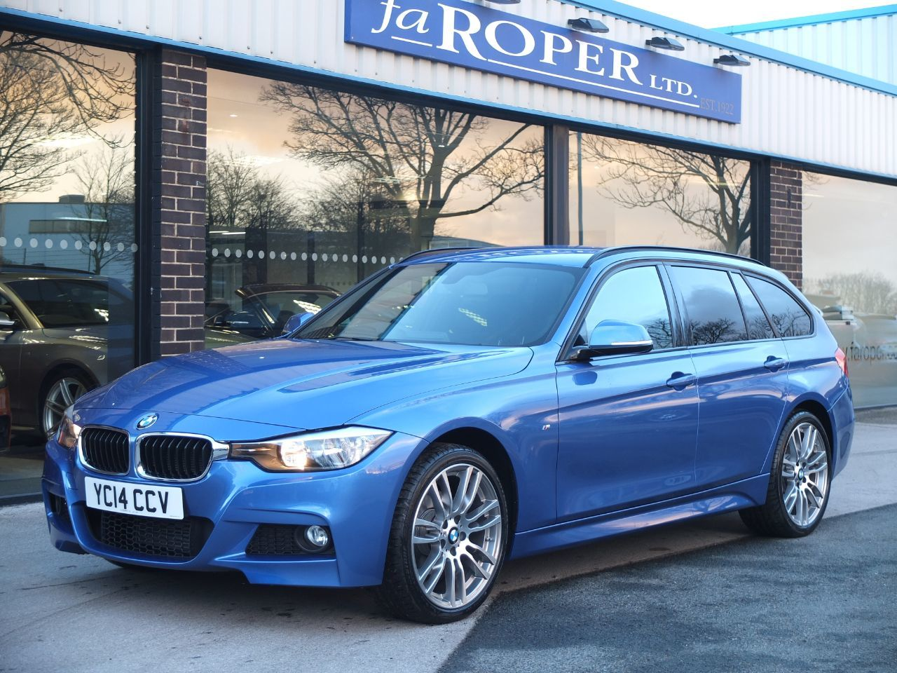 BMW 3 Series 2.0 320d xDrive M Sport Touring Auto +++Spec Estate Diesel Estoril Blue MetallicBMW 3 Series 2.0 320d xDrive M Sport Touring Auto +++Spec Estate Diesel Estoril Blue Metallic at fa Roper Ltd Bradford