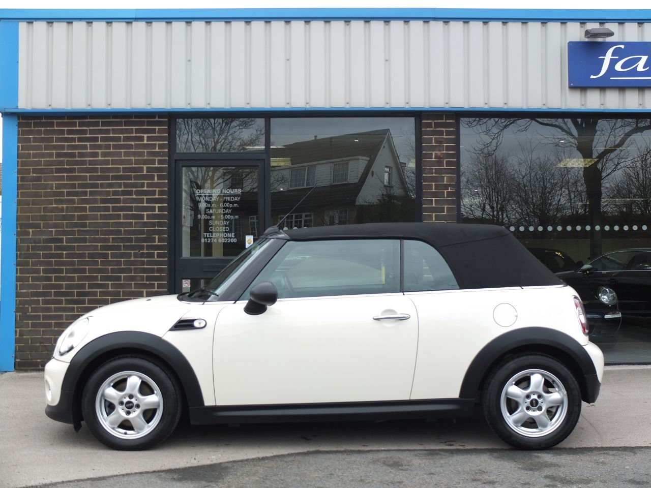 Mini Convertible 1.6 One Convertible Pepper Pack Convertible Petrol Pepper White