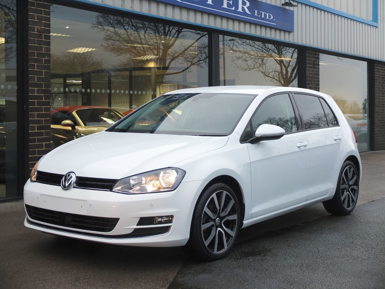 Volkswagen Golf 2.0 TDI GT 5 door 150ps DSG Hatchback Diesel Pure WhiteVolkswagen Golf 2.0 TDI GT 5 door 150ps DSG Hatchback Diesel Pure White at fa Roper Ltd Bradford