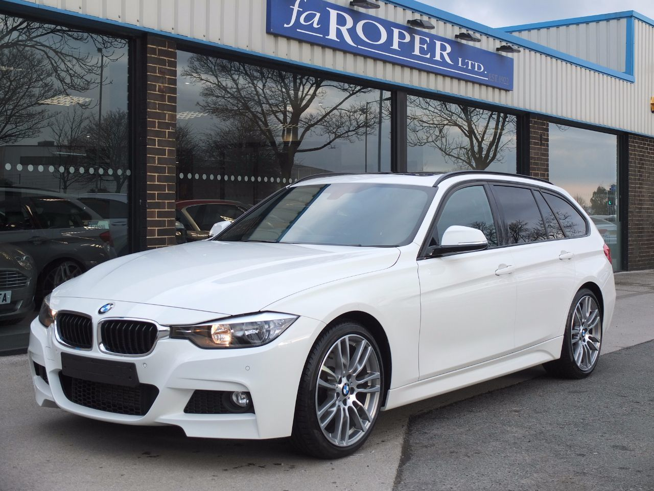 BMW 3 Series 3.0 330d M Sport Touring Auto ++++Spec Estate Diesel Alpine WhiteBMW 3 Series 3.0 330d M Sport Touring Auto ++++Spec Estate Diesel Alpine White at fa Roper Ltd Bradford