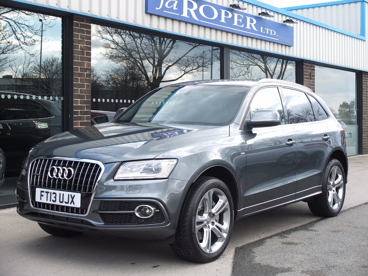 Audi Q5 3.0 TDI quattro S Line Plus S Tronic 245ps +++Spec Estate Diesel Daytona Grey MetallicAudi Q5 3.0 TDI quattro S Line Plus S Tronic 245ps +++Spec Estate Diesel Daytona Grey Metallic at fa Roper Ltd Bradford