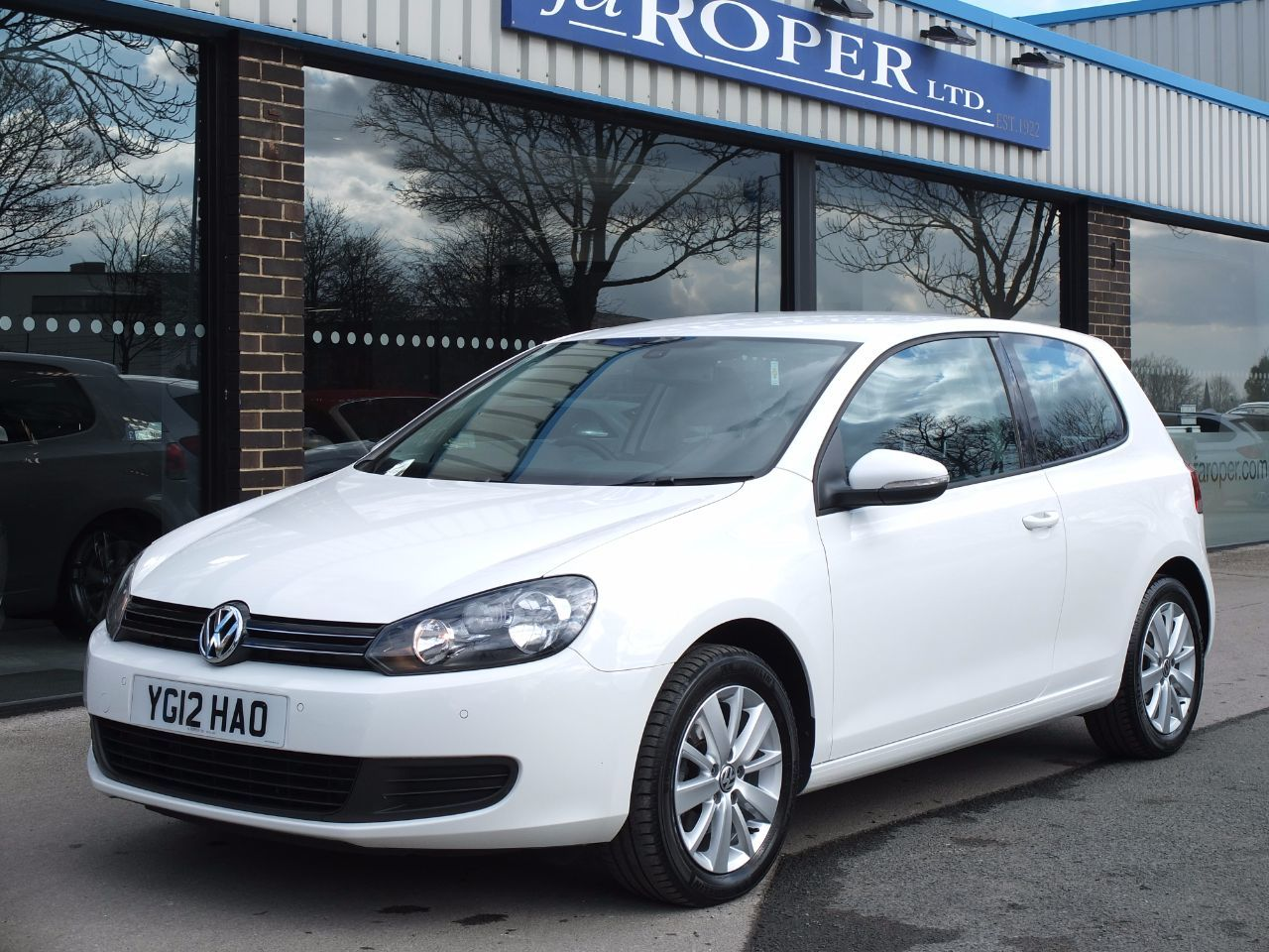Volkswagen Golf 1.6 TDi 105 BlueMotion Tech Match 3 door Hatchback Diesel Candy WhiteVolkswagen Golf 1.6 TDi 105 BlueMotion Tech Match 3 door Hatchback Diesel Candy White at fa Roper Ltd Bradford