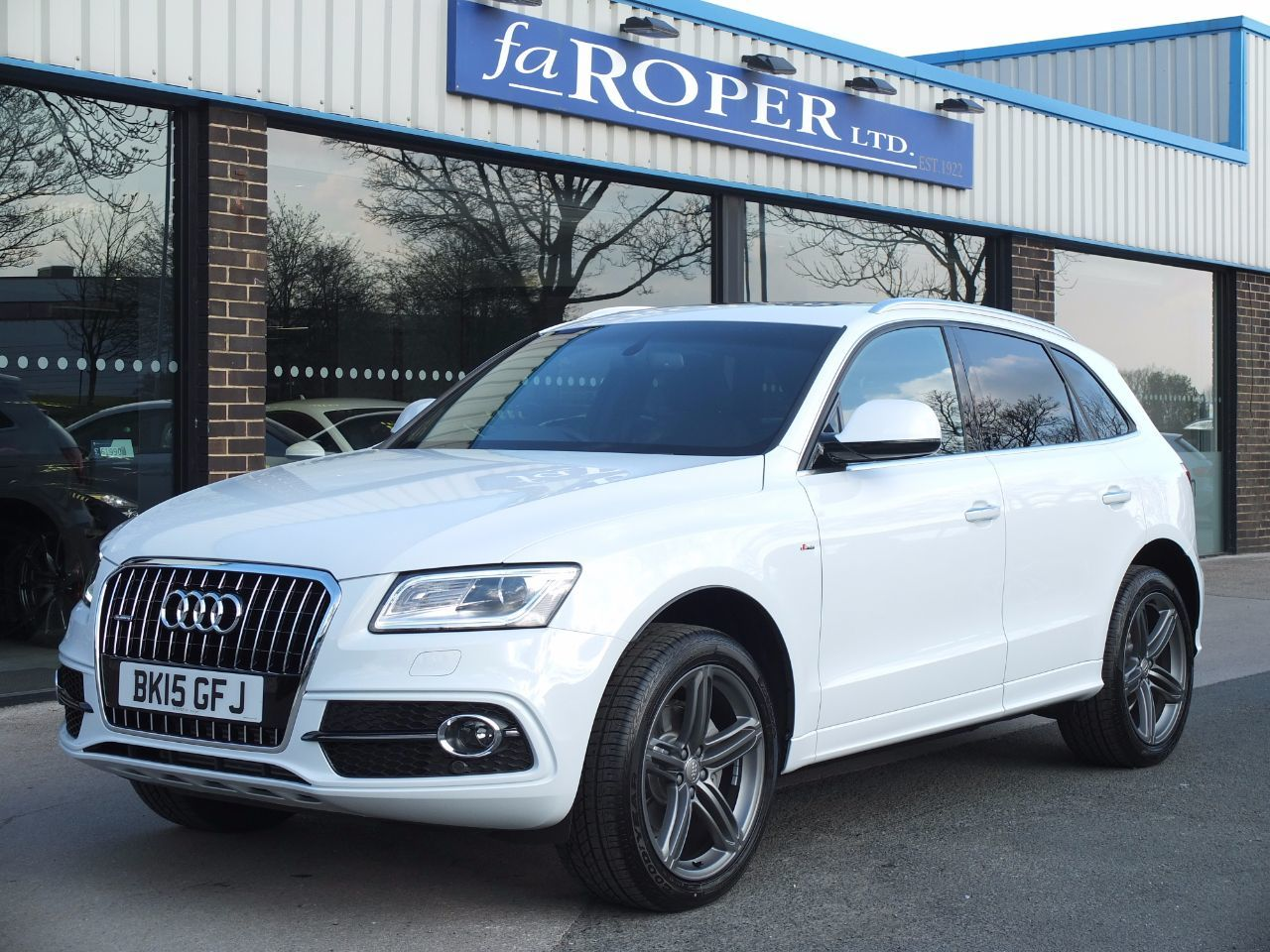 Audi Q5 2.0 TDI quattro S Line Plus 177ps S Tronic, Pan Roof +++Spec Four Wheel Drive Diesel Glacier White MetallicAudi Q5 2.0 TDI quattro S Line Plus 177ps S Tronic, Pan Roof +++Spec Four Wheel Drive Diesel Glacier White Metallic at fa Roper Ltd Bradford
