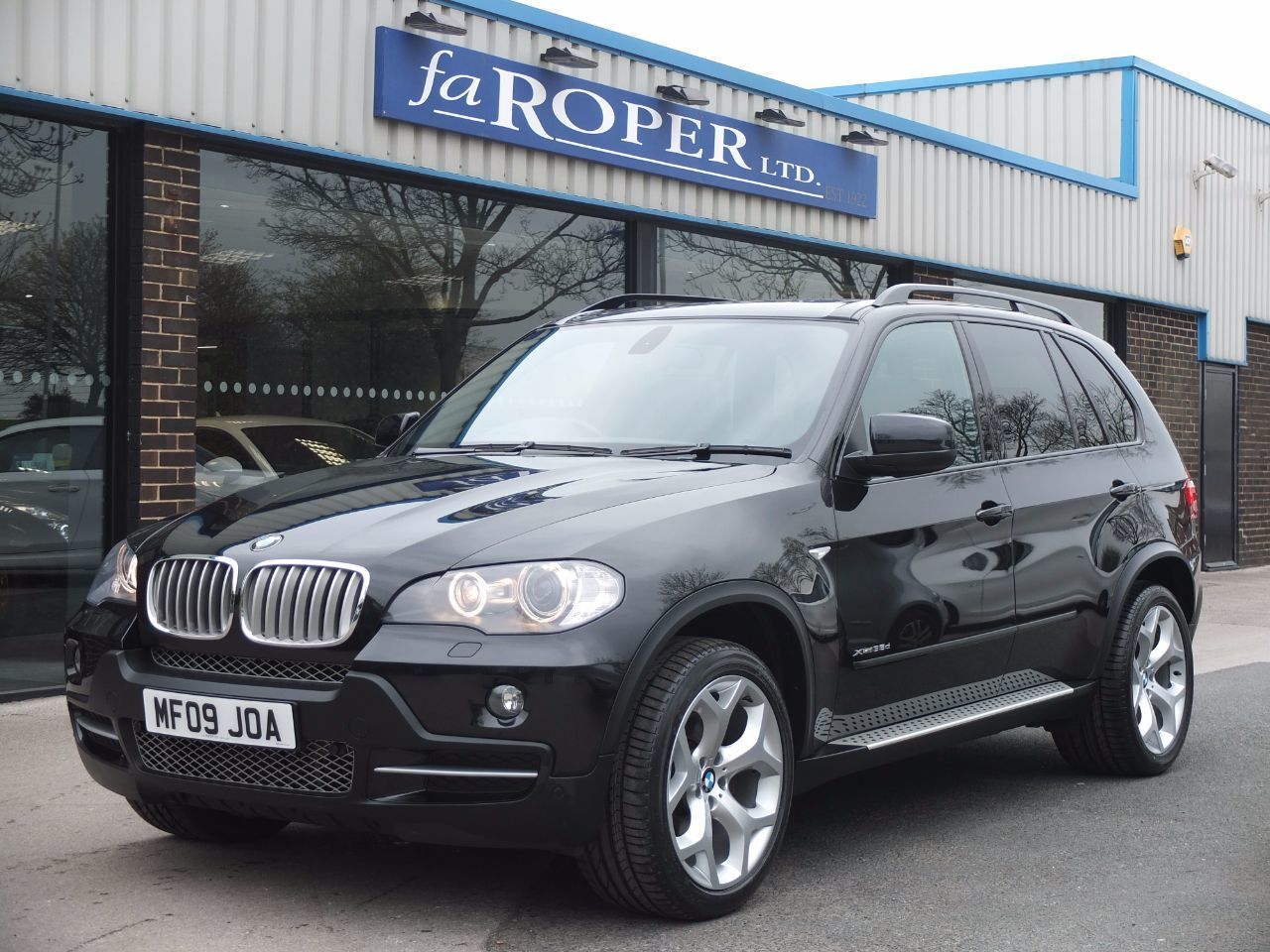 BMW X5 3.0 xDrive35d SE Auto, Dynamic and Media, Pan Roof +++ Spec Estate Diesel Black Sapphire MetallicBMW X5 3.0 xDrive35d SE Auto, Dynamic and Media, Pan Roof +++ Spec Estate Diesel Black Sapphire Metallic at fa Roper Ltd Bradford