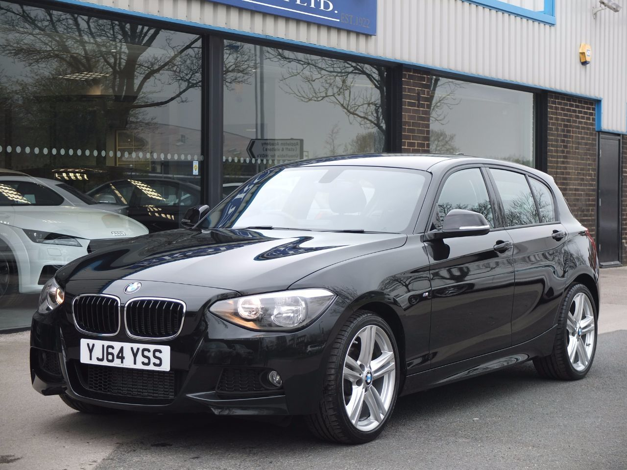 BMW 1 Series 2.0 118d M Sport 5 door Automatic, Sat Nav +++ Hatchback Diesel Black Sapphire MetallicBMW 1 Series 2.0 118d M Sport 5 door Automatic, Sat Nav +++ Hatchback Diesel Black Sapphire Metallic at fa Roper Ltd Bradford