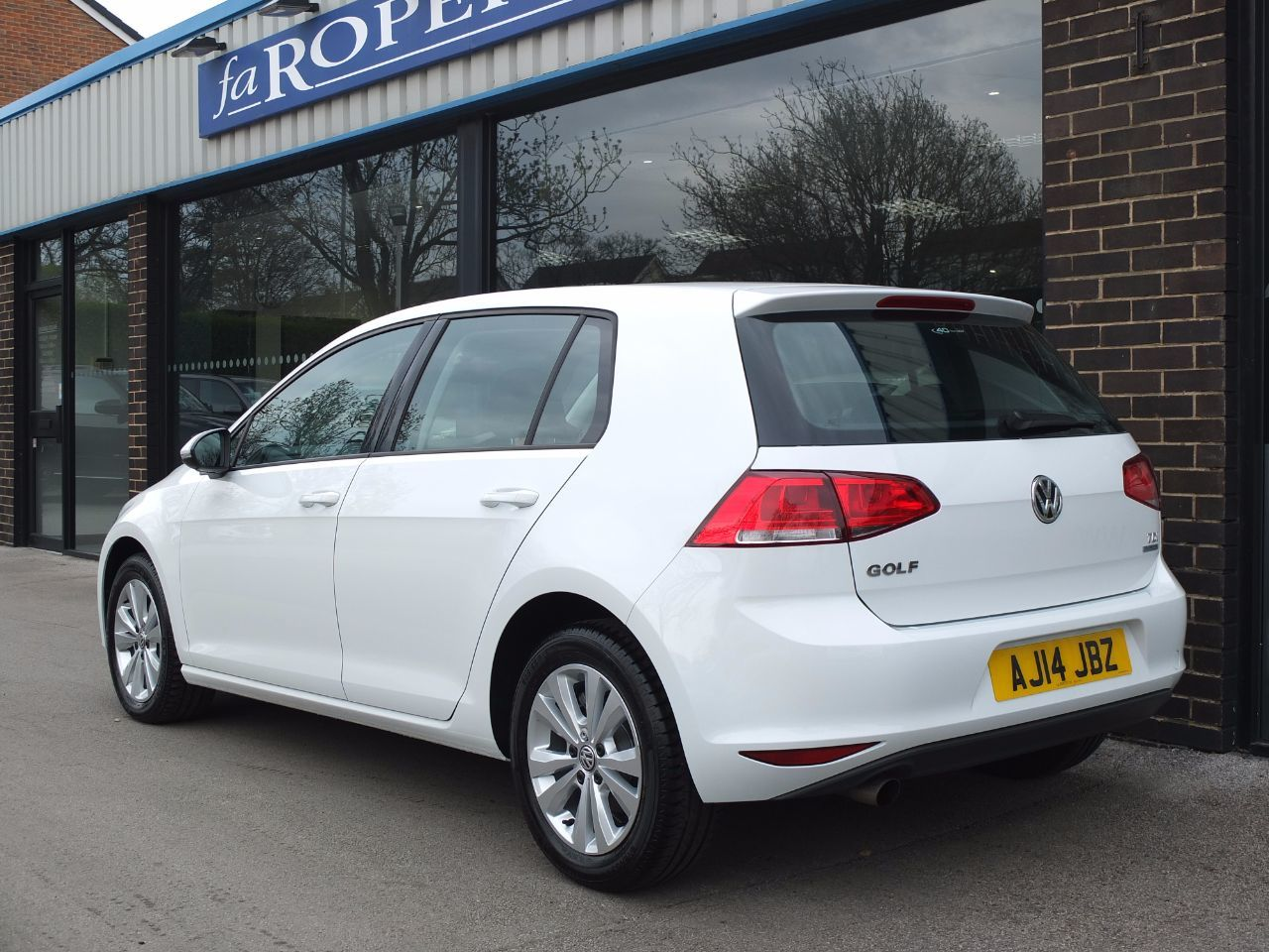 Volkswagen Golf 1.6 TDI 105 SE 5 door Hatchback Diesel Pure White