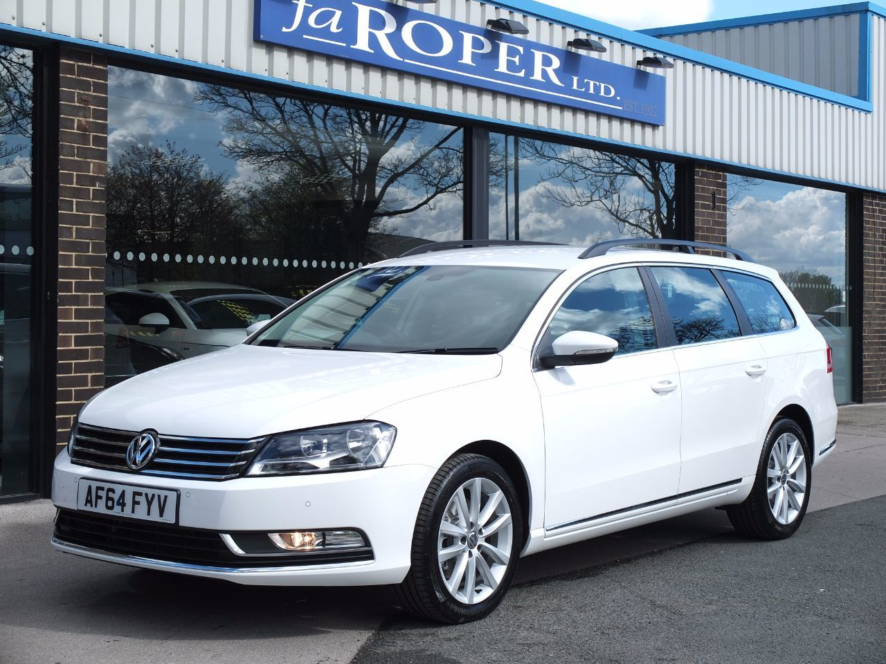 Volkswagen Passat 2.0 TDI Bluemotion Tech Executive Estate 140 ps Estate Diesel Pure WhiteVolkswagen Passat 2.0 TDI Bluemotion Tech Executive Estate 140 ps Estate Diesel Pure White at fa Roper Ltd Bradford