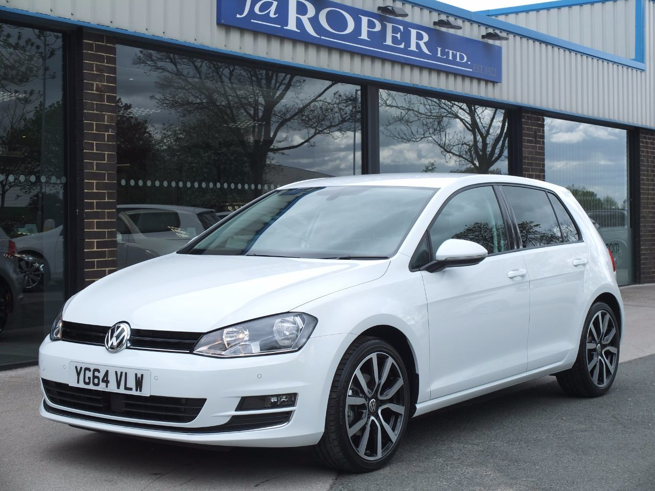 Volkswagen Golf 2.0 TDI GT 5 Door DSG Auto 150 ps Hatchback Diesel Pure WhiteVolkswagen Golf 2.0 TDI GT 5 Door DSG Auto 150 ps Hatchback Diesel Pure White at fa Roper Ltd Bradford