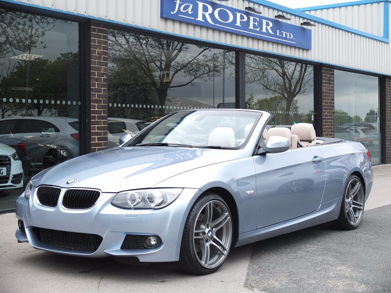 BMW 3 Series 2.0 320i M Sport Convertible Auto (1428 miles) Convertible Petrol Bluewater MetallicBMW 3 Series 2.0 320i M Sport Convertible Auto (1428 miles) Convertible Petrol Bluewater Metallic at fa Roper Ltd Bradford