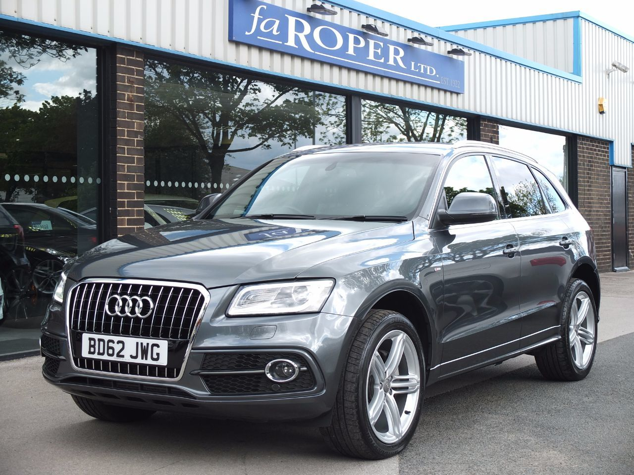 Audi Q5 2.0 TDI quattro S Line Plus S Tronic 177ps Estate Diesel Daytona Grey MetallicAudi Q5 2.0 TDI quattro S Line Plus S Tronic 177ps Estate Diesel Daytona Grey Metallic at fa Roper Ltd Bradford