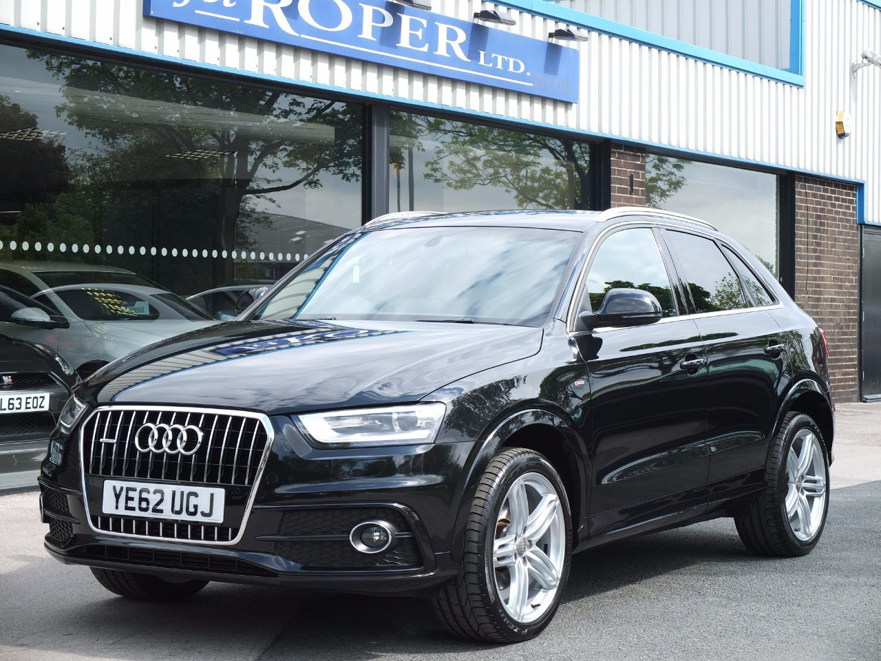 Audi Q3 2.0 TDI [177] quattro S Line Tronic 177ps +++Spec Estate Diesel Phantom Black MetallicAudi Q3 2.0 TDI [177] quattro S Line Tronic 177ps +++Spec Estate Diesel Phantom Black Metallic at fa Roper Ltd Bradford