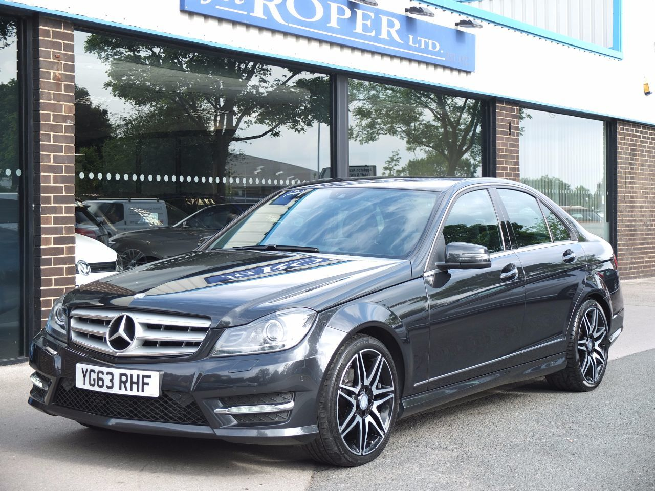 Mercedes-Benz C Class 2.1 C220 CDI BlueEFFICIENCY AMG Sport Plus 7G Tronic Auto +++Spec Saloon Diesel Magnetite Black MetallicMercedes-Benz C Class 2.1 C220 CDI BlueEFFICIENCY AMG Sport Plus 7G Tronic Auto +++Spec Saloon Diesel Magnetite Black Metallic at fa Roper Ltd Bradford