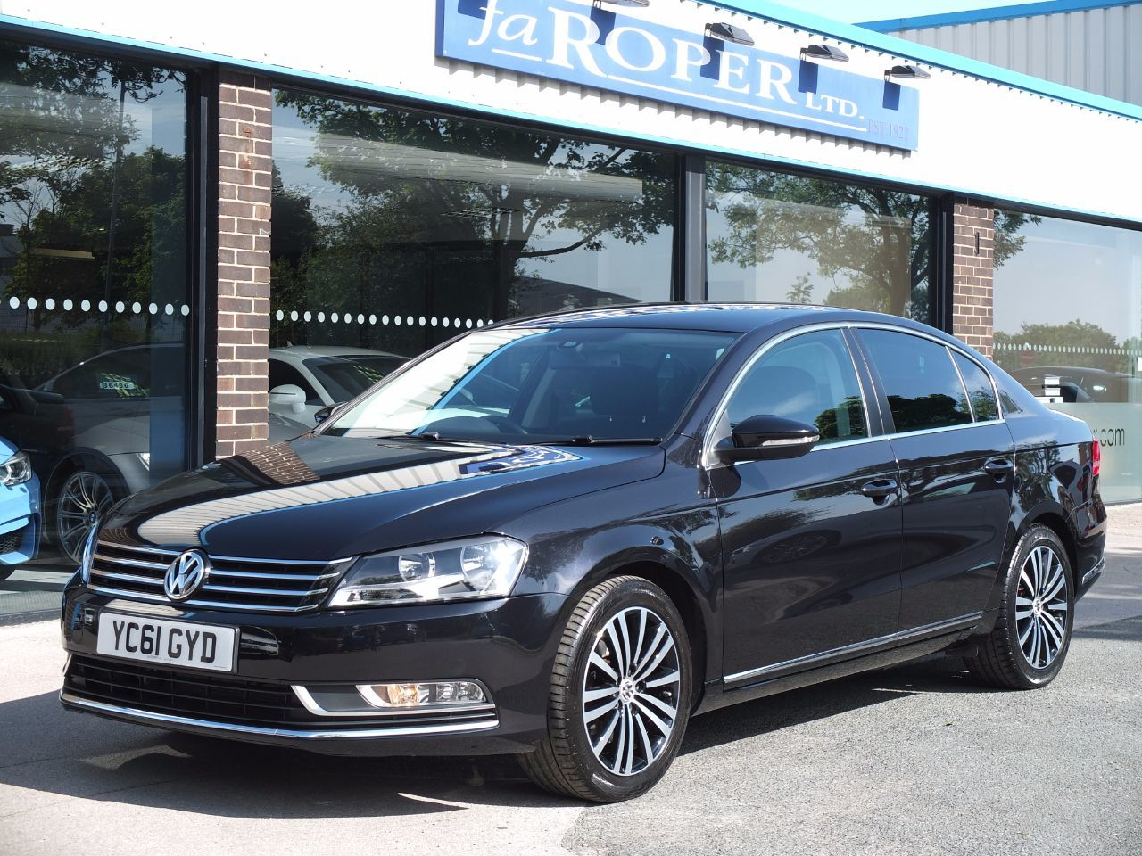 Volkswagen Passat 2.0 TDI Bluemotion Tech Sport 4 Door 140ps Saloon Diesel Deep Black Metallic,