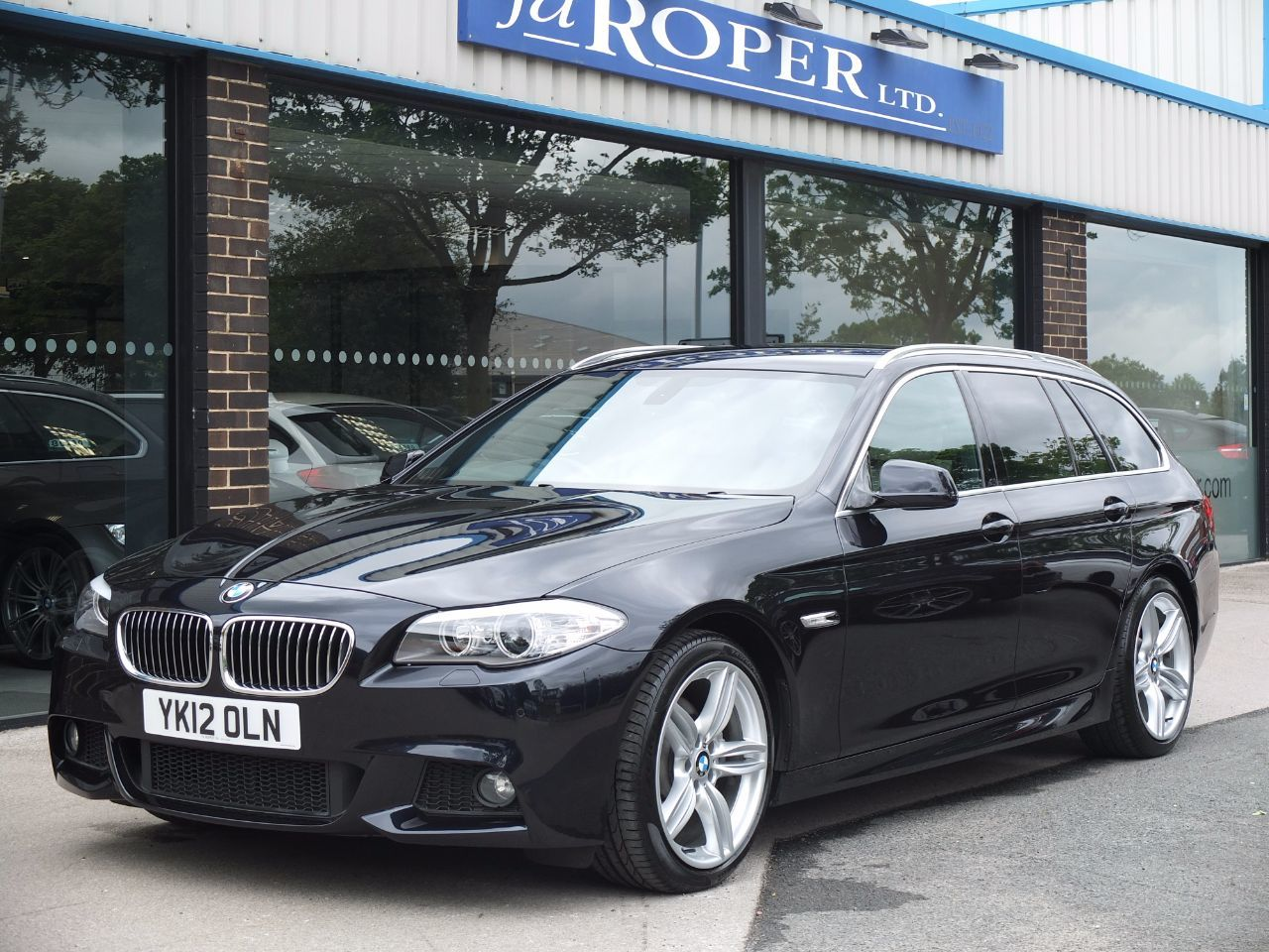 BMW 5 Series 2.0 520d M Sport Touring Auto [Start Stop] +++Spec Estate Diesel Carbon Black MetallicBMW 5 Series 2.0 520d M Sport Touring Auto [Start Stop] +++Spec Estate Diesel Carbon Black Metallic at fa Roper Ltd Bradford