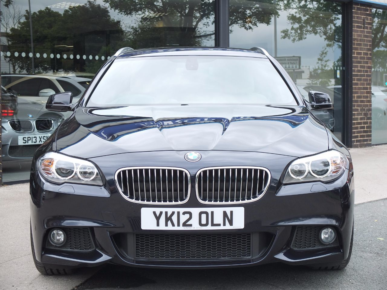BMW 5 Series 2.0 520d M Sport Touring Auto [Start Stop] +++Spec Estate Diesel Carbon Black Metallic