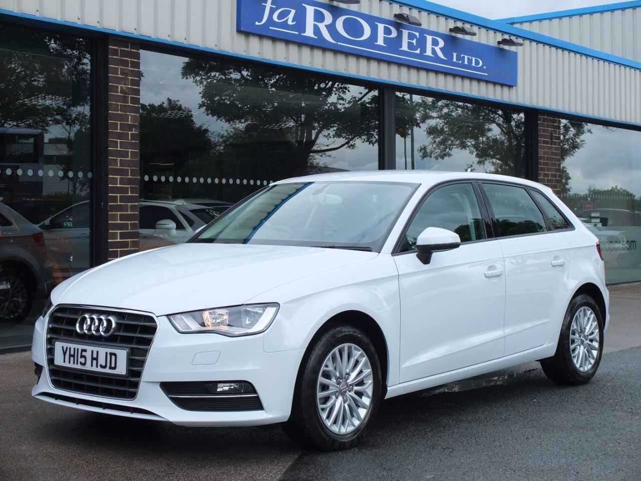 Audi A3 Sportback 1.6 TDI SE Technik 5 door 110ps Hatchback Diesel Glacier White MetallicAudi A3 Sportback 1.6 TDI SE Technik 5 door 110ps Hatchback Diesel Glacier White Metallic at fa Roper Ltd Bradford