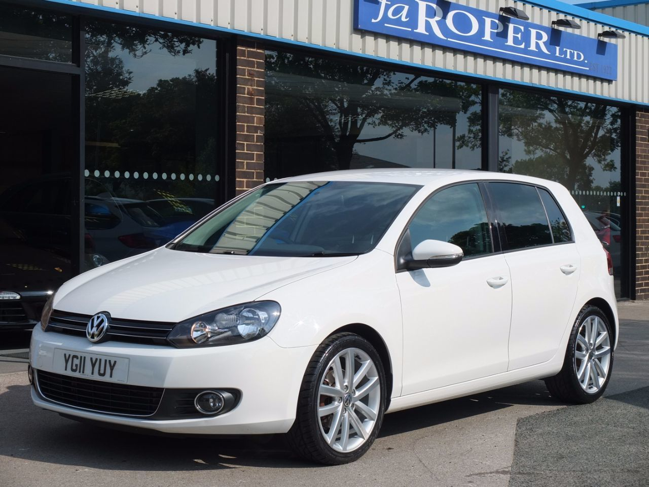 Volkswagen Golf 2.0 TDi 140 GT 5 door DSG Hatchback Diesel Candy White