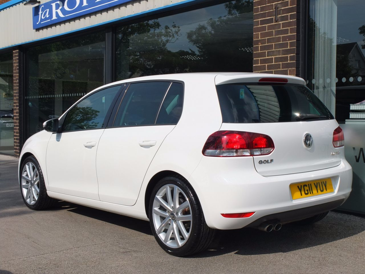 used volkswagen golf 2 0 tdi 140 gt 5 door dsg for sale in bradford west yorkshire fa roper ltd. Black Bedroom Furniture Sets. Home Design Ideas