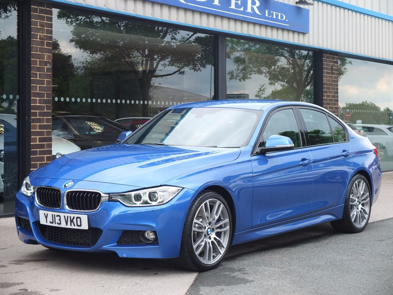 used bmw 3 series 330d blue performance m sport auto media pack for sale in bradford west. Black Bedroom Furniture Sets. Home Design Ideas