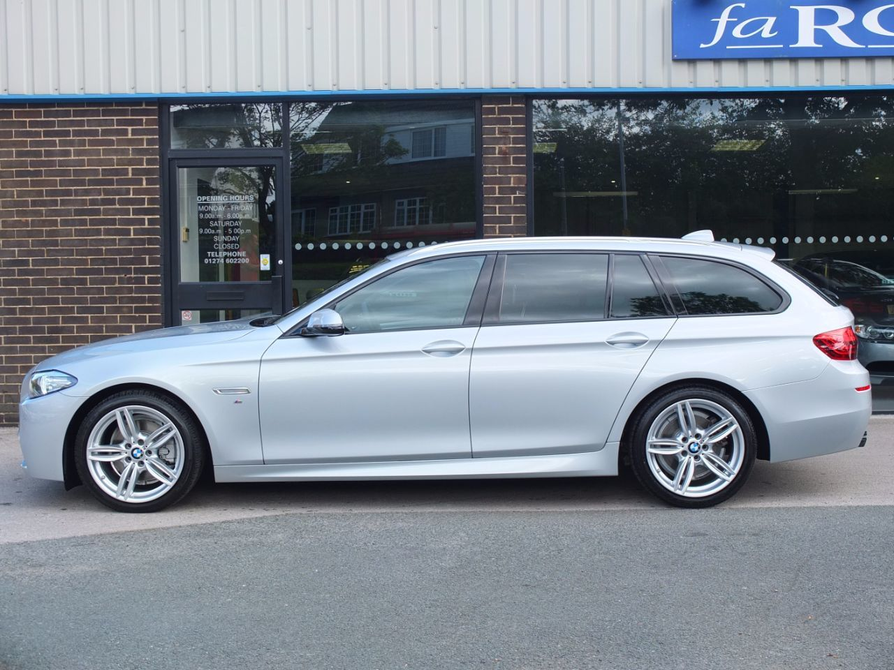 BMW 5 Series 2.0 520d 190ps M Sport Touring Auto +++Spec Estate Diesel Glacier Silver Metallic