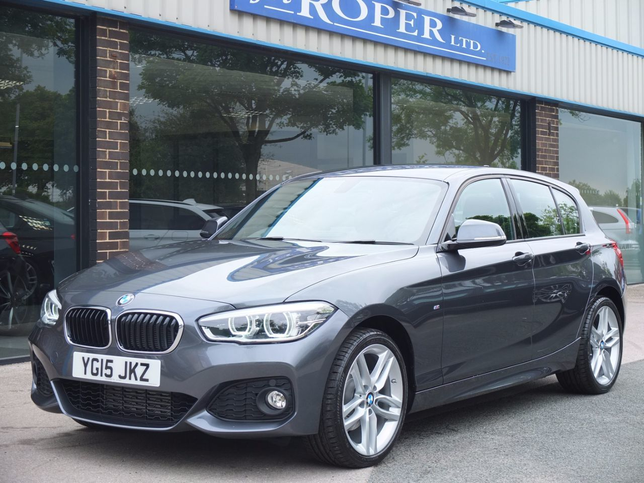 BMW 1 Series 2.0 120d xDrive M Sport 5dr Auto New Model +Spec Hatchback Diesel Mineral Grey MetallicBMW 1 Series 2.0 120d xDrive M Sport 5dr Auto New Model +Spec Hatchback Diesel Mineral Grey Metallic at fa Roper Ltd Bradford