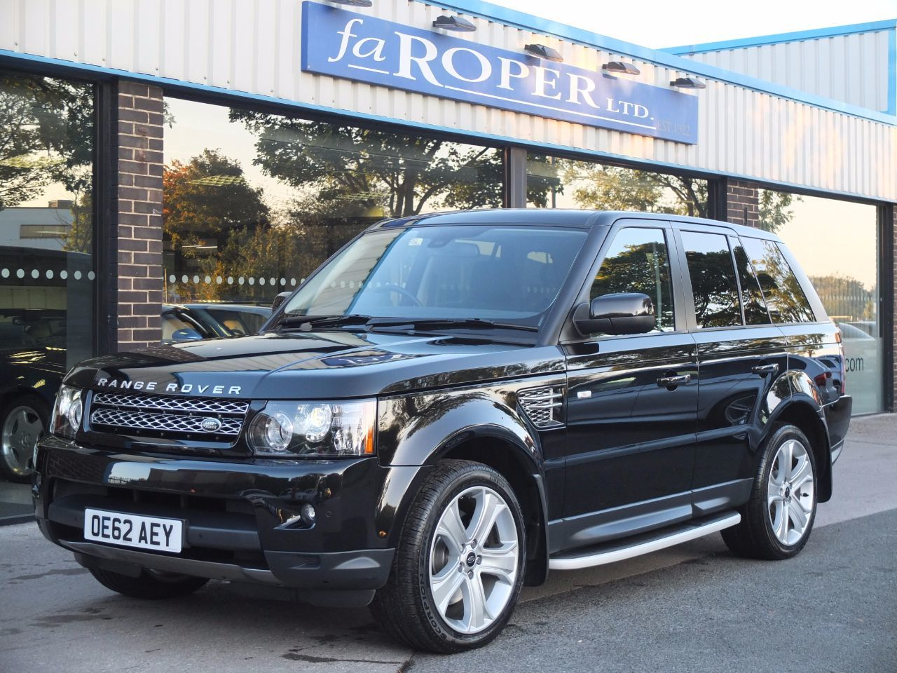 Land Rover Range Rover Sport 3.0 SDV6 HSE Auto Luxury Pack ++ Estate Diesel Santorini Black MetallicLand Rover Range Rover Sport 3.0 SDV6 HSE Auto Luxury Pack ++ Estate Diesel Santorini Black Metallic at fa Roper Ltd Bradford