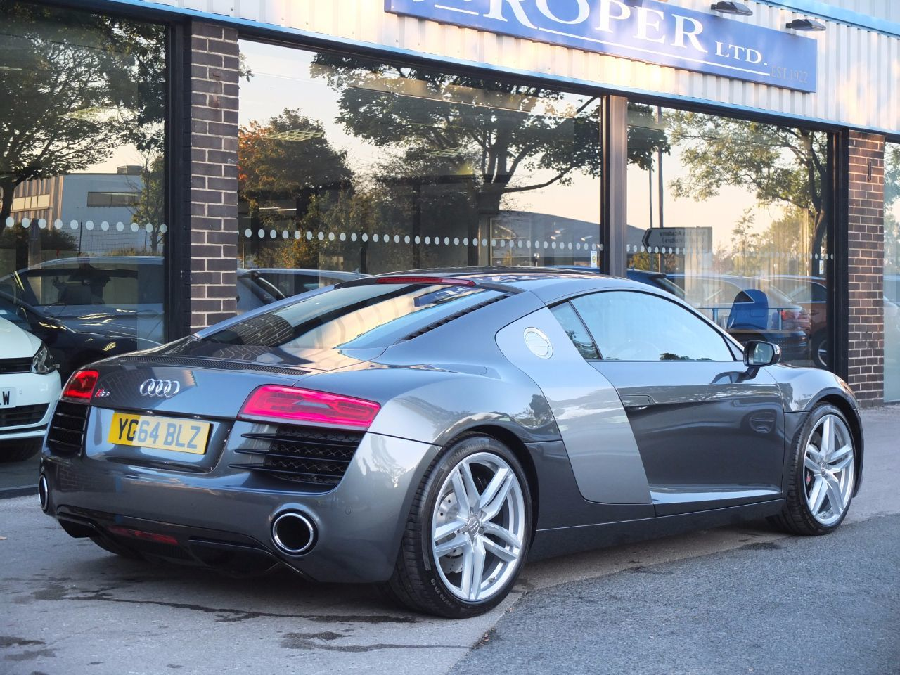Audi R8 Coupe 4.2 FSI V8 Quattro S Tronic 430ps Coupe Petrol Daytona Grey Metallic, Quartz Grey Side Blades