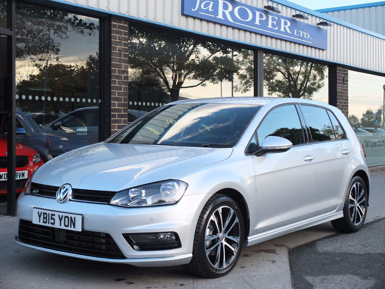 Volkswagen Golf 2.0 TDI R-Line 5 door DSG 150ps Hatchback Diesel Reflex Silver MetallicVolkswagen Golf 2.0 TDI R-Line 5 door DSG 150ps Hatchback Diesel Reflex Silver Metallic at fa Roper Ltd Bradford