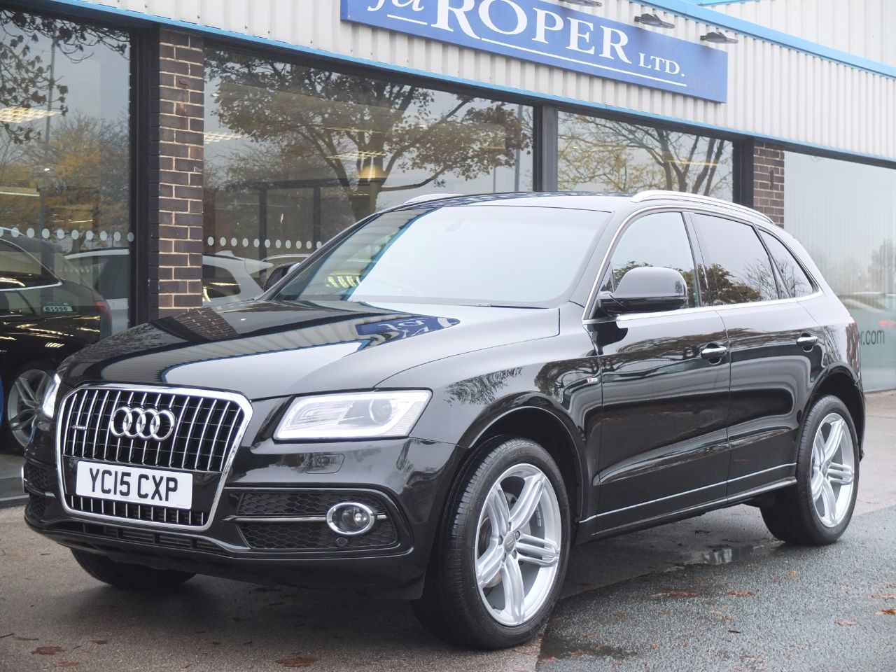 Audi Q5 2.0 TDI quattro S Line Plus S Tronic 177ps (Tech Pack) Estate Diesel Mythos Black MetallicAudi Q5 2.0 TDI quattro S Line Plus S Tronic 177ps (Tech Pack) Estate Diesel Mythos Black Metallic at fa Roper Ltd Bradford