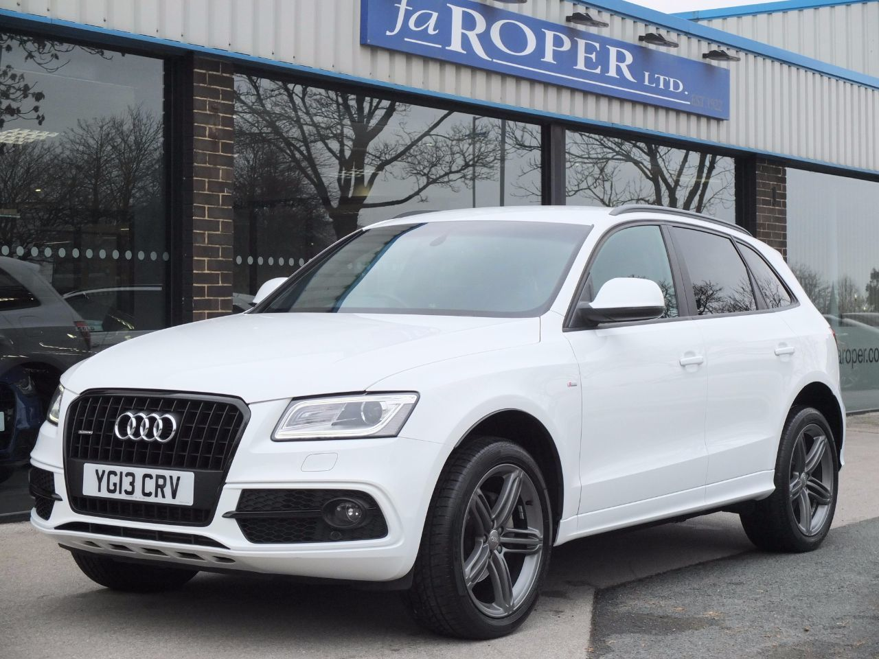 Audi Q5 2.0 TDI quattro S Line Plus S Tronic 177ps (Tech Pack) Estate Diesel Ibis WhiteAudi Q5 2.0 TDI quattro S Line Plus S Tronic 177ps (Tech Pack) Estate Diesel Ibis White at fa Roper Ltd Bradford