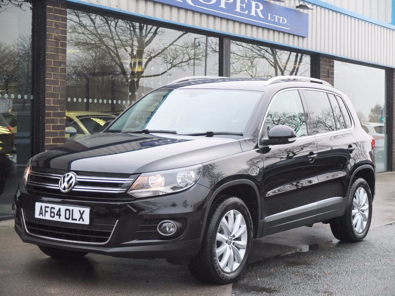 Volkswagen Tiguan 2.0 TDi BlueMotion Tech Match 4MOTION (RNS315 Satellite Navigation) Estate Diesel Deep Black PearlescentVolkswagen Tiguan 2.0 TDi BlueMotion Tech Match 4MOTION (RNS315 Satellite Navigation) Estate Diesel Deep Black Pearlescent at fa Roper Ltd Bradford