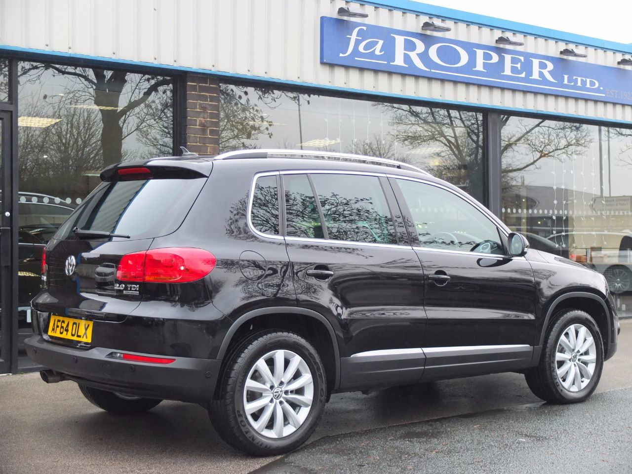 Volkswagen Tiguan 2.0 TDi BlueMotion Tech Match 4MOTION (RNS315 Satellite Navigation) Estate Diesel Deep Black Pearlescent