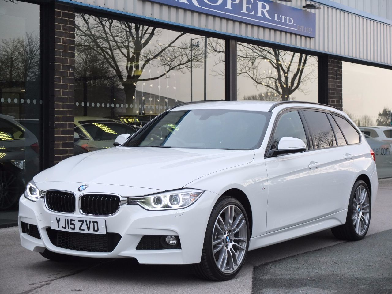 BMW 3 Series 2.0 320d xDrive M Sport Touring Auto (M Sport Plus and Media Packs) Estate Diesel Alpine WhiteBMW 3 Series 2.0 320d xDrive M Sport Touring Auto (M Sport Plus and Media Packs) Estate Diesel Alpine White at fa Roper Ltd Bradford
