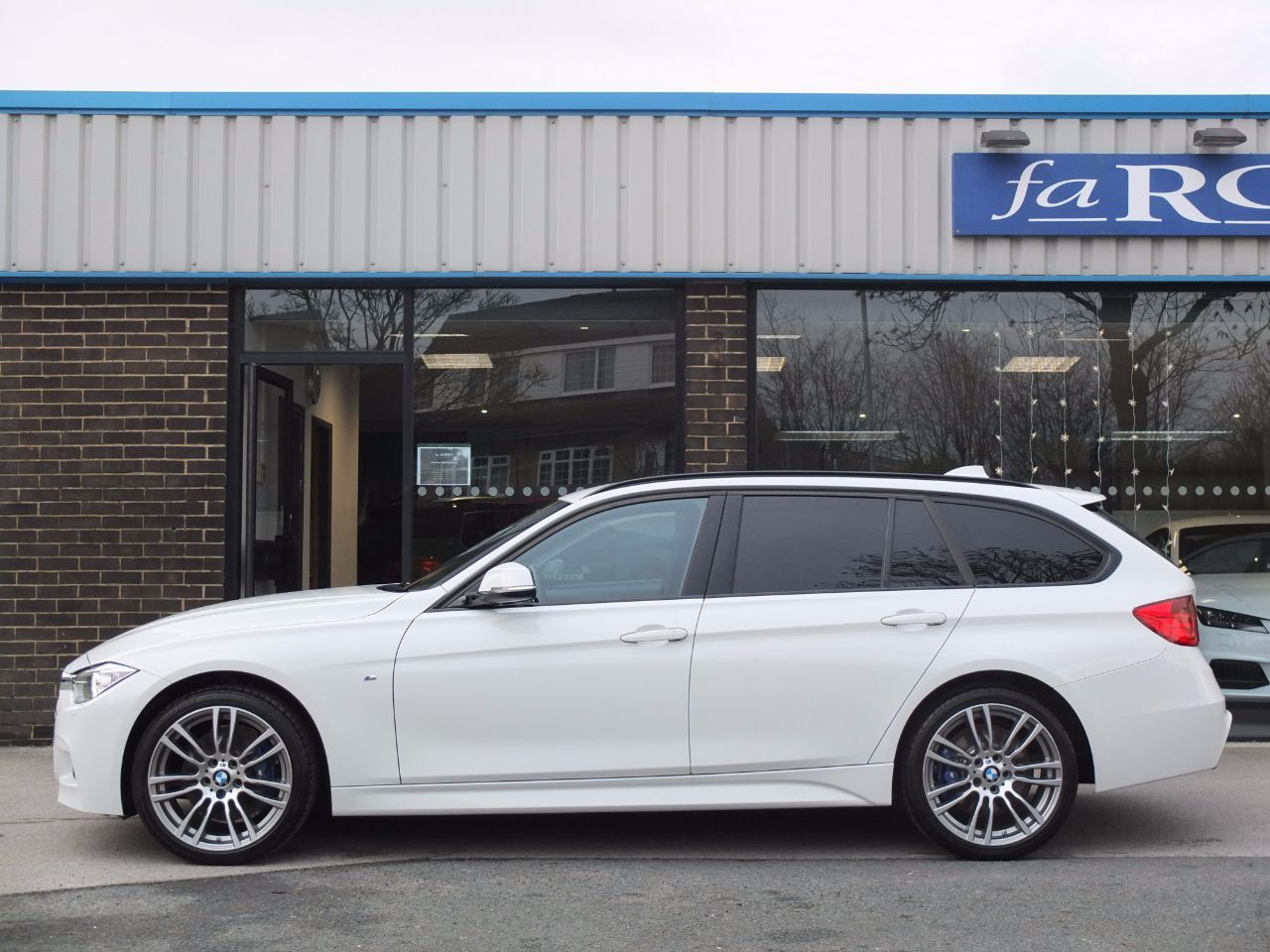 BMW 3 Series 2.0 320d xDrive M Sport Touring Auto (M Sport Plus and Media Packs) Estate Diesel Alpine White