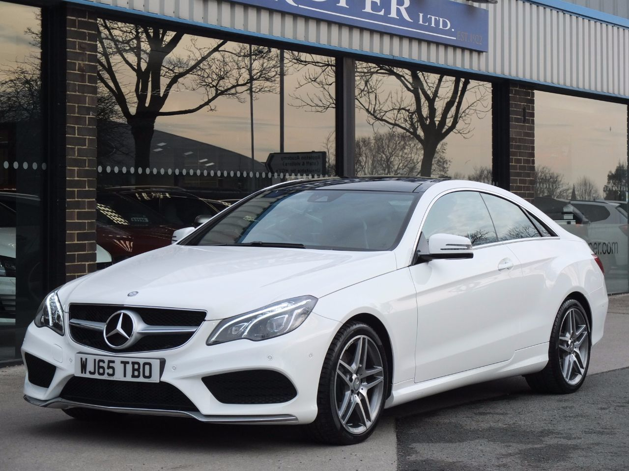 Mercedes-Benz E Class 2.1 E220 CDI BlueTEC Coupe AMG Line 7G-Tronic Auto Coupe Diesel Polar WhiteMercedes-Benz E Class 2.1 E220 CDI BlueTEC Coupe AMG Line 7G-Tronic Auto Coupe Diesel Polar White at fa Roper Ltd Bradford