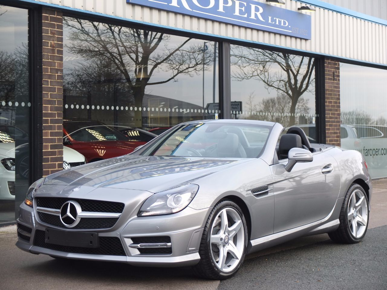 Mercedes-Benz SLK 2.1 SLK 250 CDI BlueEFFICIENCY AMG Sport Auto Convertible Diesel Palladium Silver MetallicMercedes-Benz SLK 2.1 SLK 250 CDI BlueEFFICIENCY AMG Sport Auto Convertible Diesel Palladium Silver Metallic at fa Roper Ltd Bradford
