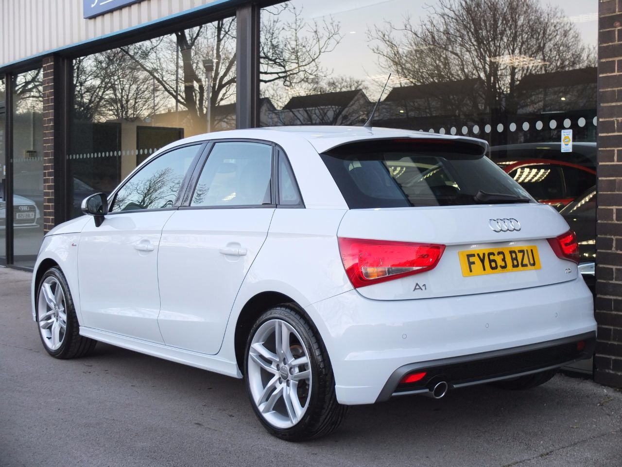 used audi a1 sportback 1 6 tdi s line 5 door for sale in bradford west yorkshire fa roper ltd. Black Bedroom Furniture Sets. Home Design Ideas