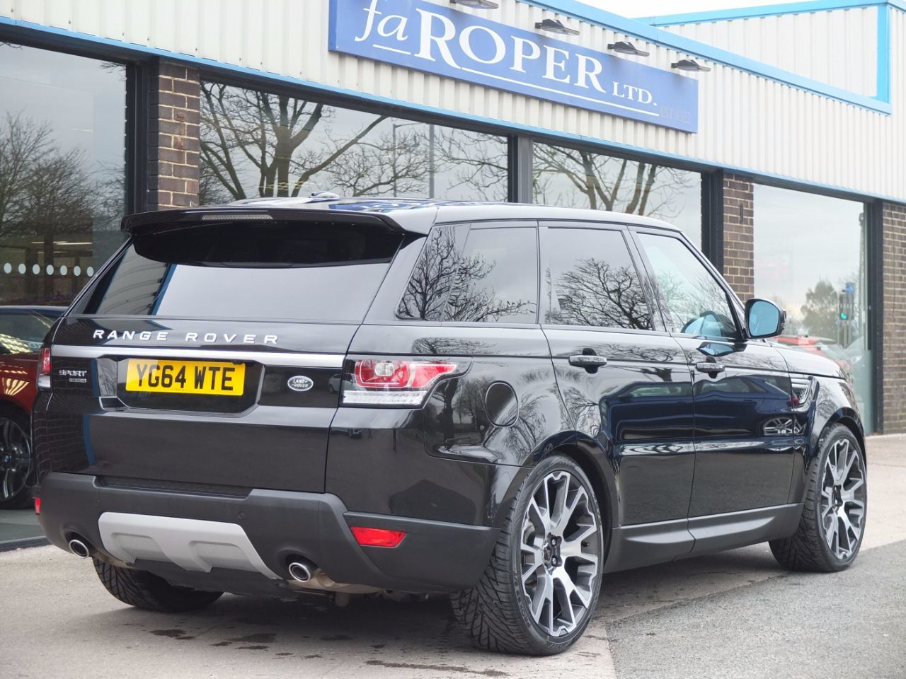 Land Rover Range Rover Sport 3.0 SDV6 HSE Auto (Panoramic Roof) Estate Diesel Santorini Black Metallic