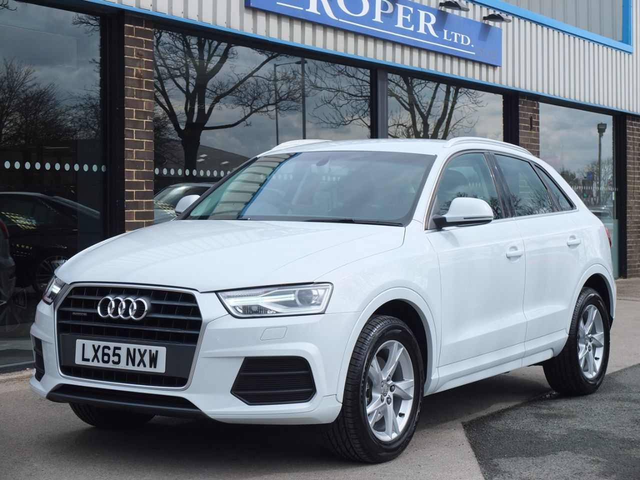Audi Q3 2.0 TDI Quattro SE S Tronic 150ps Estate Diesel Glacier White MetallicAudi Q3 2.0 TDI Quattro SE S Tronic 150ps Estate Diesel Glacier White Metallic at fa Roper Ltd Bradford