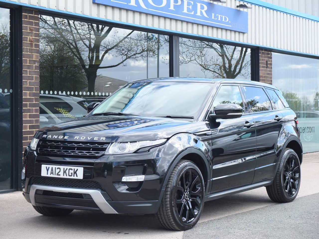 Land Rover Range Rover Evoque 2.2 SD4 Dynamic 5 door Auto [Lux Pack] Estate Diesel Santorini Black MetallicLand Rover Range Rover Evoque 2.2 SD4 Dynamic 5 door Auto [Lux Pack] Estate Diesel Santorini Black Metallic at fa Roper Ltd Bradford