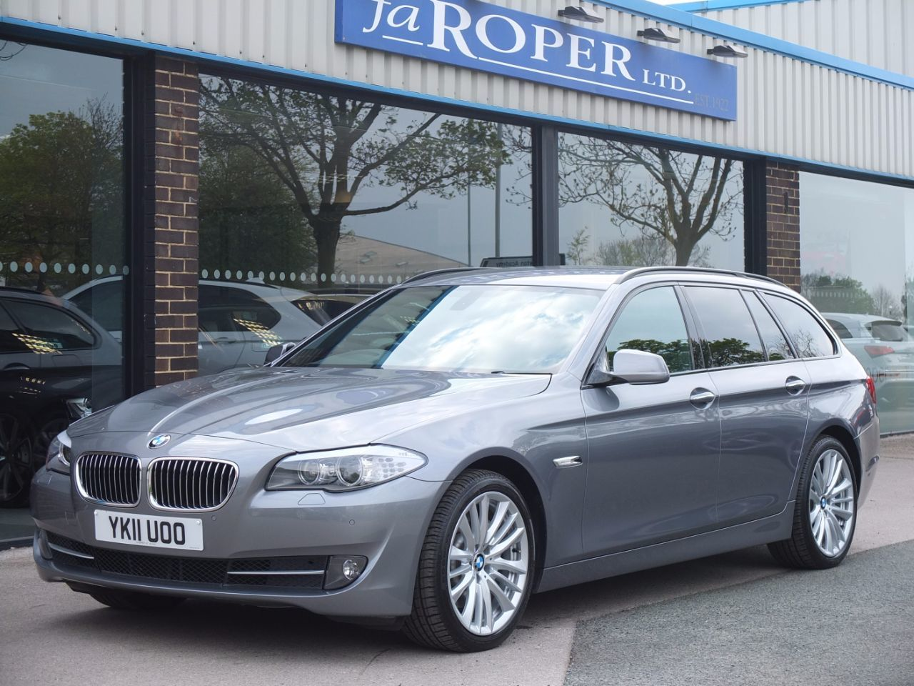 BMW 5 Series 3.0 525d SE Touring Auto (Media and Dynamic Packs) +++Spec Estate Diesel Space Grey MetallicBMW 5 Series 3.0 525d SE Touring Auto (Media and Dynamic Packs) +++Spec Estate Diesel Space Grey Metallic at fa Roper Ltd Bradford