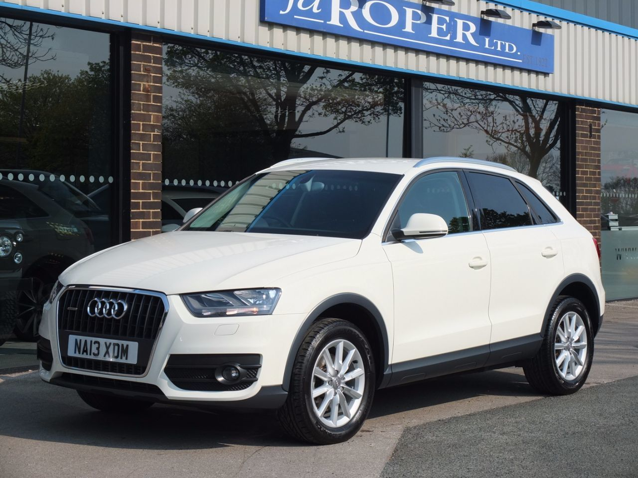 Audi Q3 2.0 TDI Quattro SE 140ps Navigation Estate Diesel Amalfi WhiteAudi Q3 2.0 TDI Quattro SE 140ps Navigation Estate Diesel Amalfi White at fa Roper Ltd Bradford