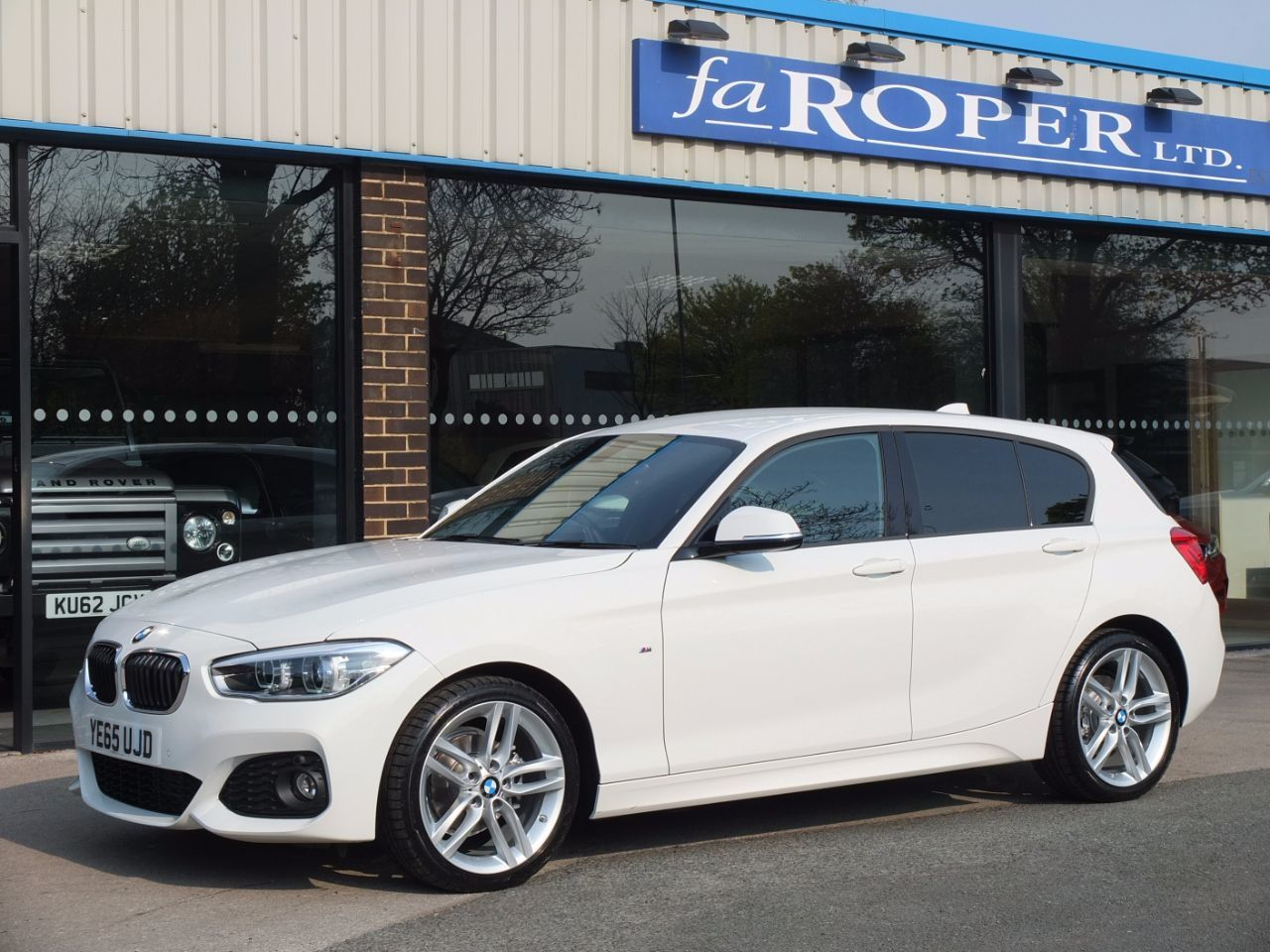 BMW 1 Series 2.0 118d M Sport 5 door Auto (Navigation) Hatchback Diesel Alpine White
