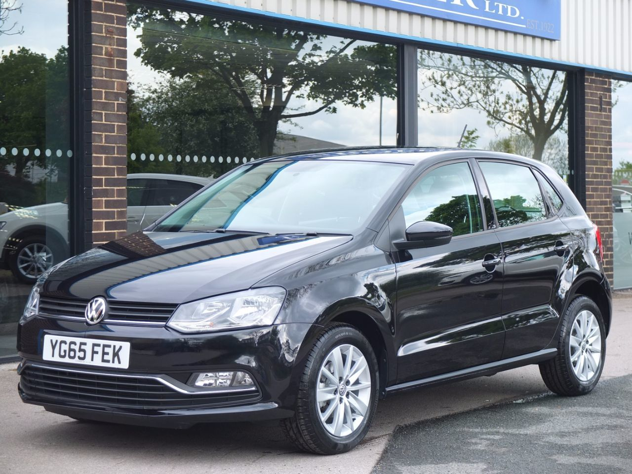 Volkswagen Polo 1.2 TSI Bluemotion Tech SE 5 door Hatchback Petrol Deep Black MetallicVolkswagen Polo 1.2 TSI Bluemotion Tech SE 5 door Hatchback Petrol Deep Black Metallic at fa Roper Ltd Bradford