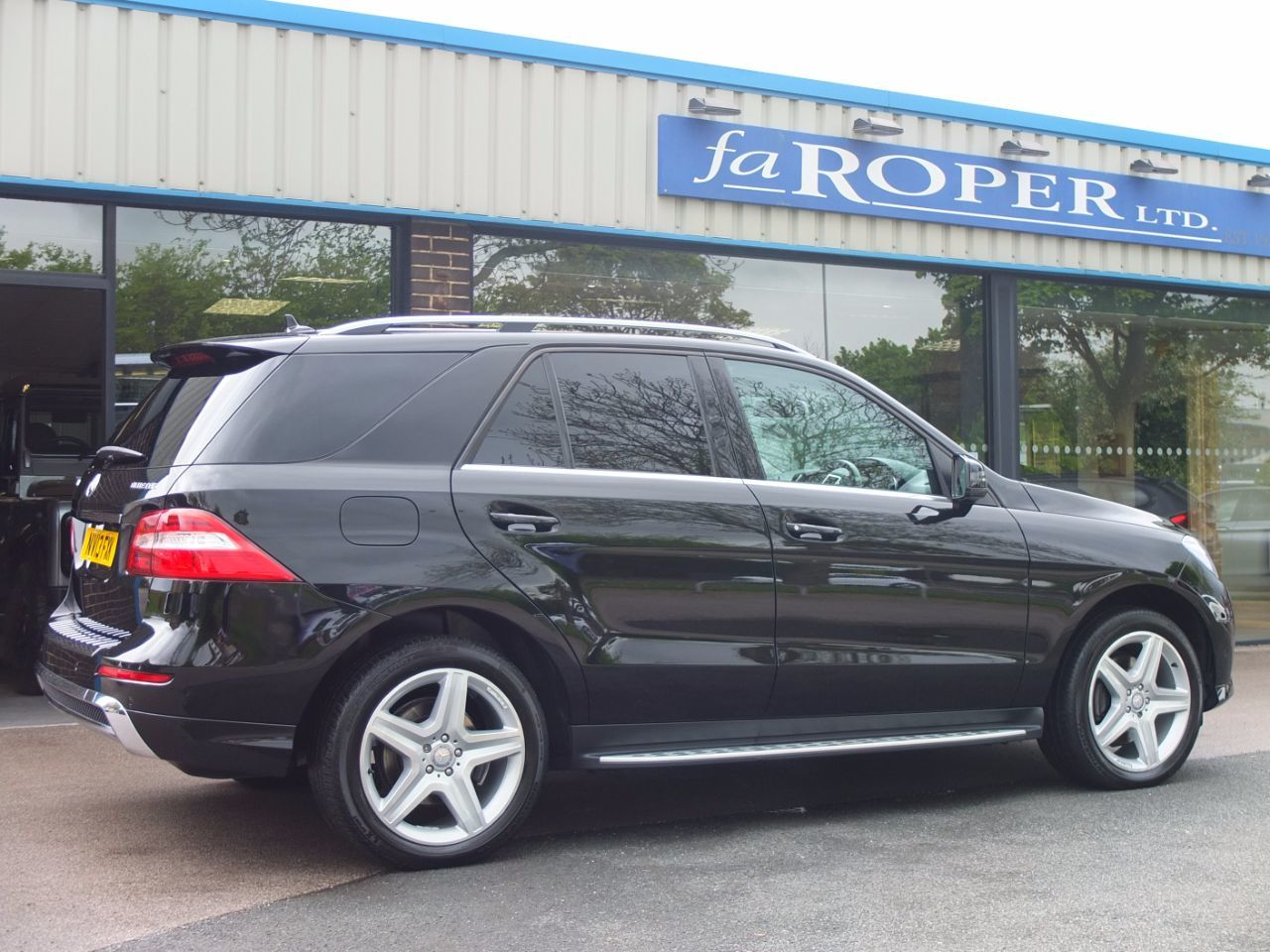 Mercedes-Benz M Class 3.0 ML350 CDi BlueTEC AMG Sport Auto Estate Diesel Obsidian Black Metallic