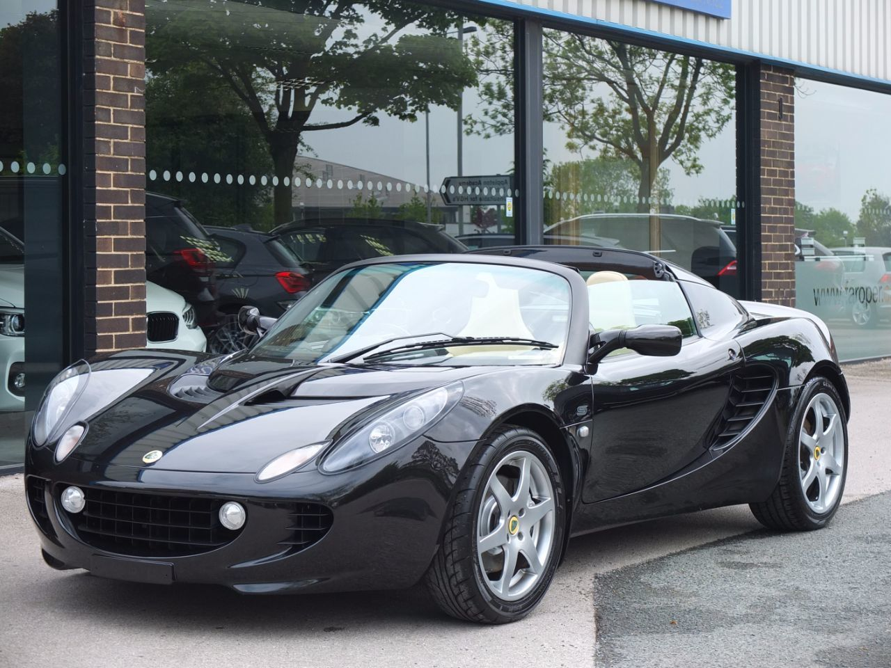 Lotus Elise 1.8 ELISE S (Touring Pack, Air Con) Convertible Petrol Starlight Black MetallicLotus Elise 1.8 ELISE S (Touring Pack, Air Con) Convertible Petrol Starlight Black Metallic at fa Roper Ltd Bradford
