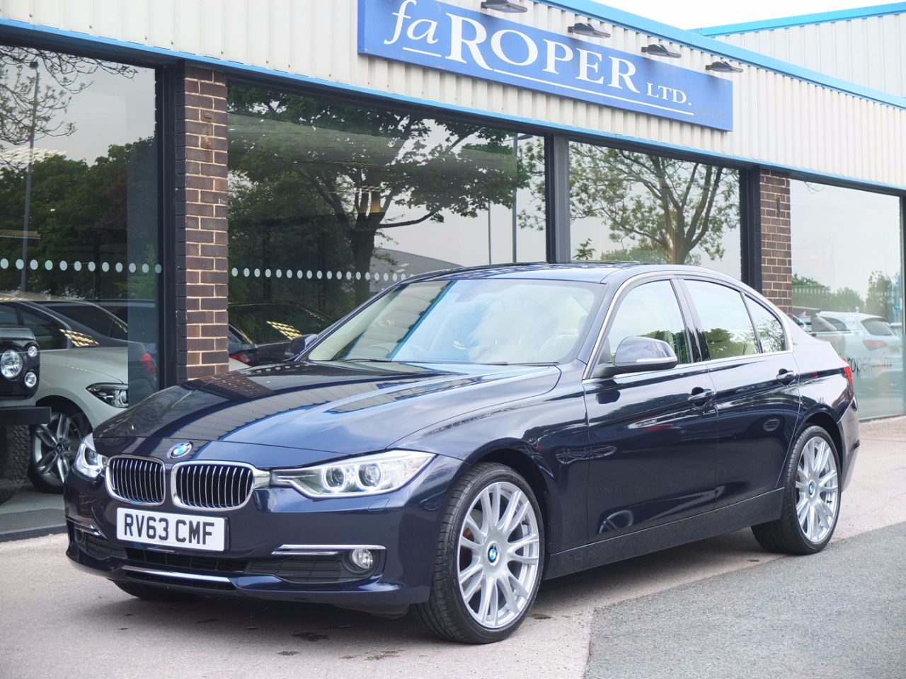 BMW 3 Series 2.0 320d Luxury Auto (+++Spec) Saloon Diesel Imperial Blue XirallicBMW 3 Series 2.0 320d Luxury Auto (+++Spec) Saloon Diesel Imperial Blue Xirallic at fa Roper Ltd Bradford